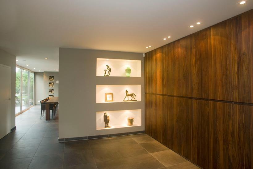 gangkast, vitrinekast, halkast, houten wand, verlichting, verlichtingsplan
