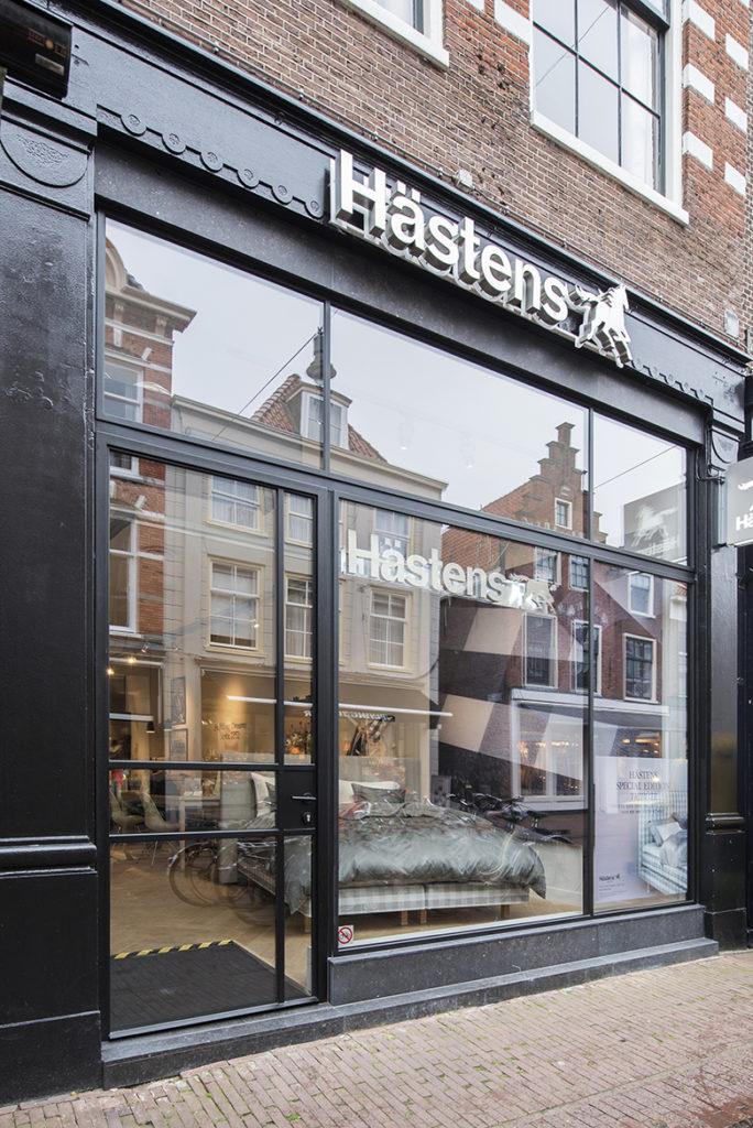 Nieuwe winkelpui Hästens, Haarlem